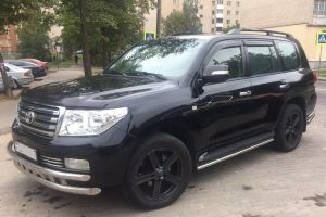 Toyota Land Cruser 200 (2010)